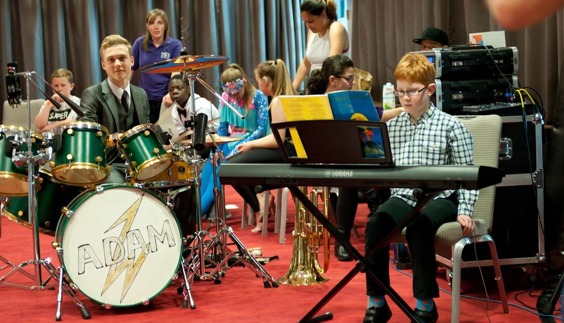 Choosing the right instrument | Music teaching for deaf children